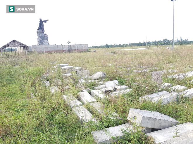 Hà Tĩnh: Quảng trường hàng chục tỷ đồng hoang tàn, thành khu chăn bò cho trẻ nhỏ - ảnh 17