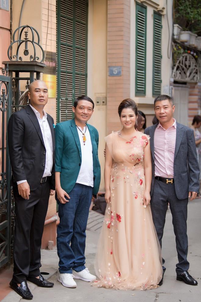Diễn viên Hồng Diễm trách móc NSND Công Lý khi hội ngộ tại sự kiện - ảnh 6