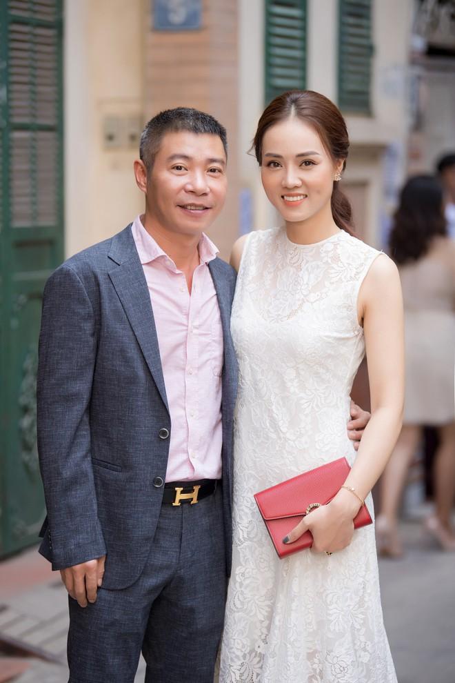 Diễn viên Hồng Diễm trách móc NSND Công Lý khi hội ngộ tại sự kiện - ảnh 1
