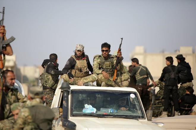 Xe quân sự Nga rầm rập tiến về Đông Bắc Syria - Người Kurd không rút nhanh sẽ bị đánh tơi tả - Ảnh 1.