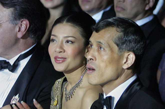 Bi kịch của cựu Vương phi Thái Lan bị phế truất: Nhận bạc tỉ nhưng phải từ bỏ con trai, cha mẹ 70 tuổi ngồi tù vì tham nhũng - Ảnh 1.