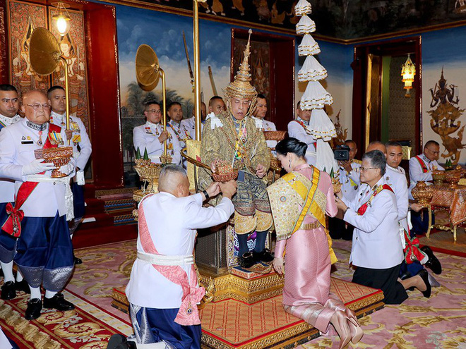 Tội khi quân, phạm thượng ở Thái Lan: Án phạt cực kỳ nghiêm khắc, tới ái phi cũng không dám vô lễ với Vua - Ảnh 1.