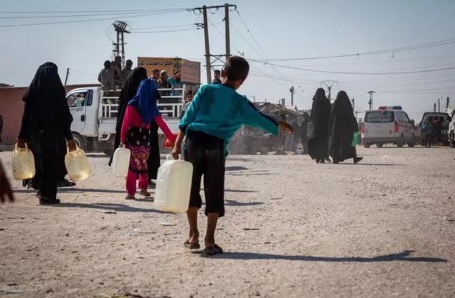 """Ám ảnh cuộc sống bên trong trại tị nạn """"địa ngục"""" ở Syria - ảnh 2"""