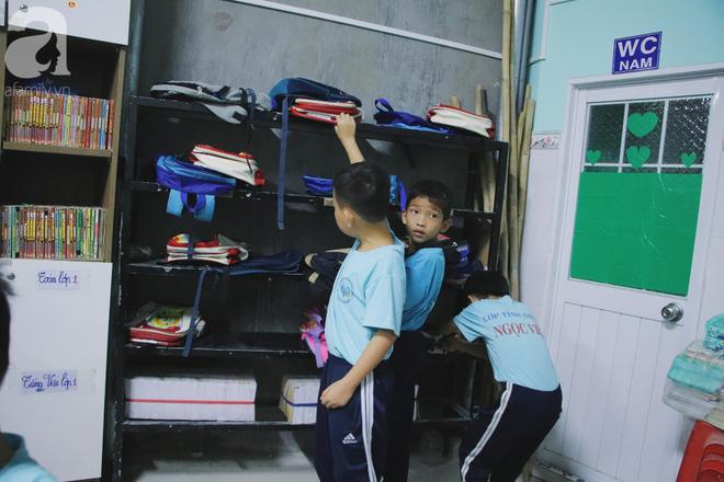 Chuyện về lớp học 0 đồng giữa Sài Gòn: Hai vợ chồng lấy tiền lương, bán vàng cưới để giúp trẻ em nghèo được học chữ - Ảnh 11.