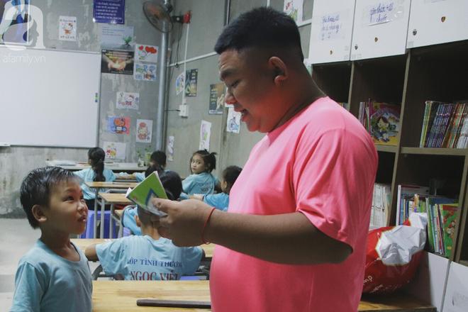 Chuyện về lớp học 0 đồng giữa Sài Gòn: Hai vợ chồng lấy tiền lương, bán vàng cưới để giúp trẻ em nghèo được học chữ - Ảnh 19.
