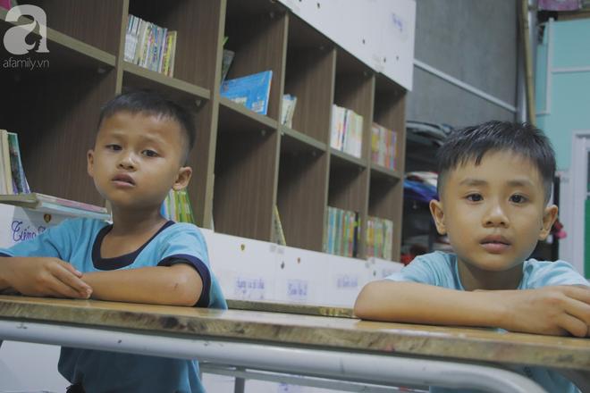 Chuyện về lớp học 0 đồng giữa Sài Gòn: Hai vợ chồng lấy tiền lương, bán vàng cưới để giúp trẻ em nghèo được học chữ - Ảnh 3.
