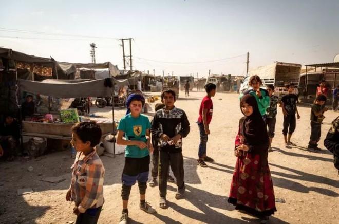 """Ám ảnh cuộc sống bên trong trại tị nạn """"địa ngục"""" ở Syria - ảnh 4"""
