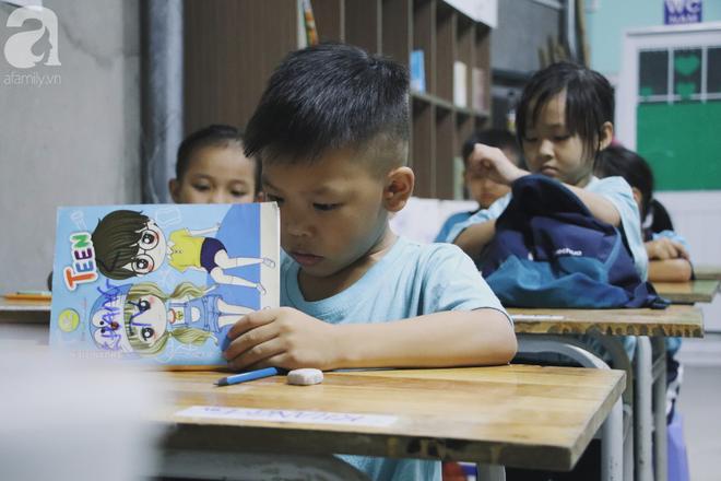 Chuyện về lớp học 0 đồng giữa Sài Gòn: Hai vợ chồng lấy tiền lương, bán vàng cưới để giúp trẻ em nghèo được học chữ - Ảnh 5.