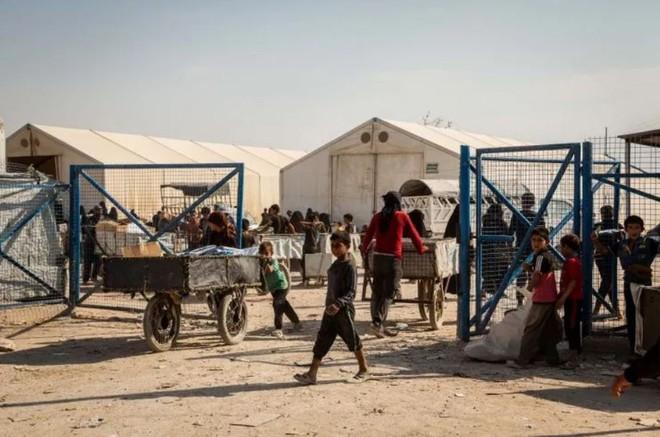 """Ám ảnh cuộc sống bên trong trại tị nạn """"địa ngục"""" ở Syria - ảnh 6"""