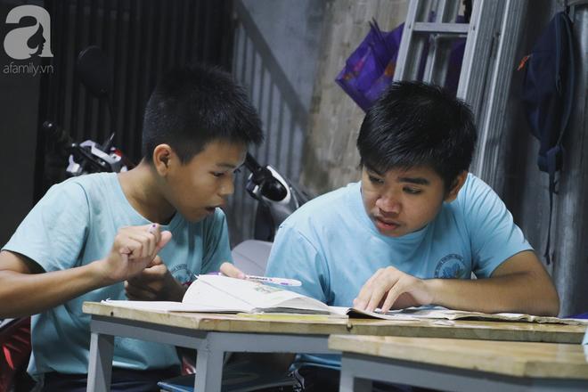 Chuyện về lớp học 0 đồng giữa Sài Gòn: Hai vợ chồng lấy tiền lương, bán vàng cưới để giúp trẻ em nghèo được học chữ - Ảnh 7.