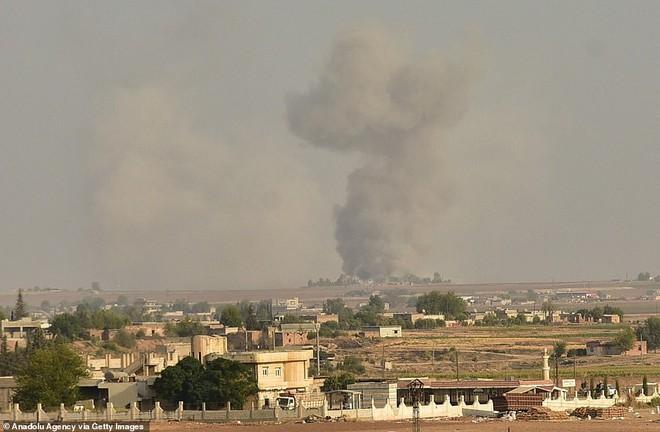 Chùm ảnh Tổng thống Assad bất ngờ xuất hiện đầy tự tin giữa vùng chiến sự khốc liệt Syria - Ảnh 8.