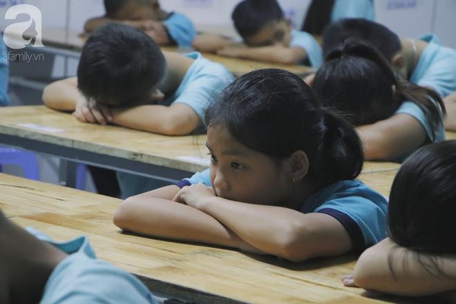 Chuyện về lớp học 0 đồng giữa Sài Gòn: Hai vợ chồng lấy tiền lương, bán vàng cưới để giúp trẻ em nghèo được học chữ - Ảnh 9.