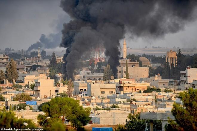 Chùm ảnh Tổng thống Assad bất ngờ xuất hiện đầy tự tin giữa vùng chiến sự khốc liệt Syria - Ảnh 9.