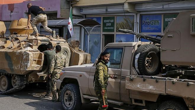Xe quân sự Nga rầm rập tiến về Đông Bắc Syria - Người Kurd không rút nhanh sẽ bị đánh tơi tả - Ảnh 7.