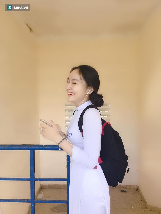 Thả dáng trong bộ áo dài trắng, nữ sinh 17 tuổi khiến bao người khen nét đẹp chuẩn hoa hậu - ảnh 3