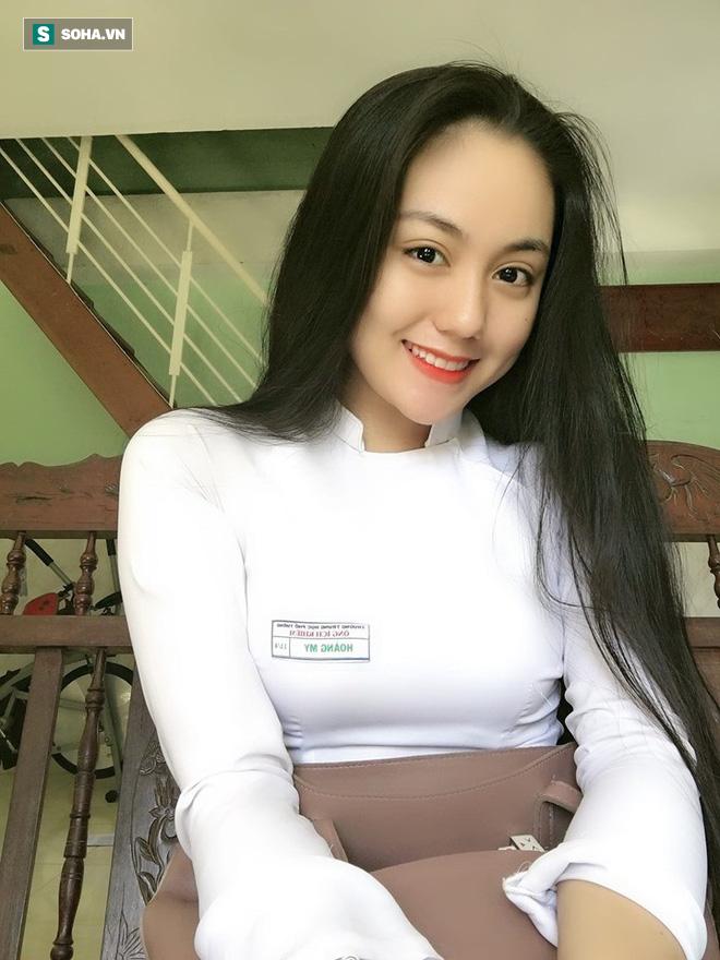 Thả dáng trong bộ áo dài trắng, nữ sinh 17 tuổi khiến bao người khen nét đẹp chuẩn hoa hậu - ảnh 1