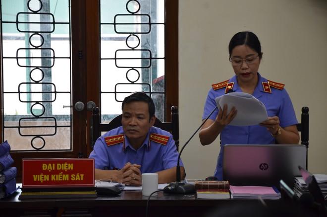 Ngày mai, 5 cán bộ sửa điểm thi ở Hà Giang chính thức nhận bản án - Ảnh 2.