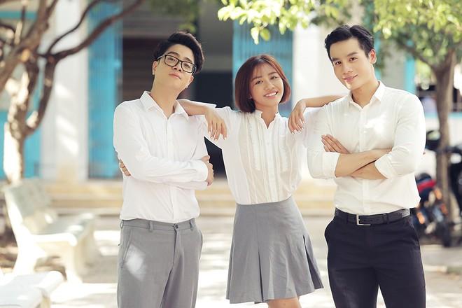 Văn Mai Hương gây sốc khi diễn cảnh hôn đắm đuối đồng nghiệp nữ - Ảnh 7.