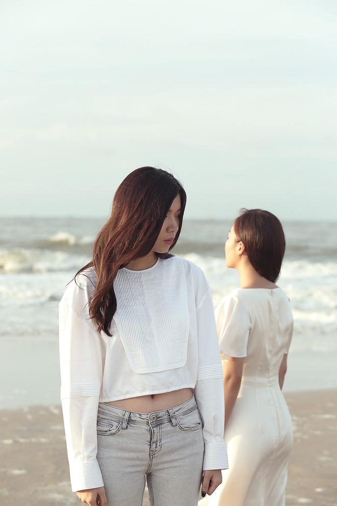 Văn Mai Hương gây sốc khi diễn cảnh hôn đắm đuối đồng nghiệp nữ - Ảnh 5.