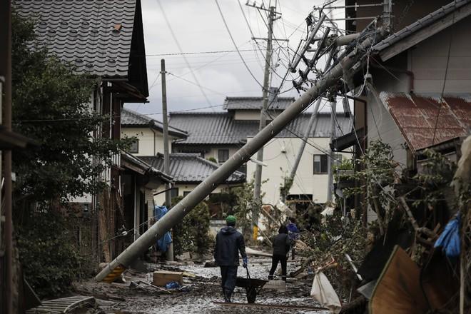 Tin mới nhất về song bão châu Á: 2 cơn bão đánh vào duy nhất quốc gia nào? - Ảnh 5.