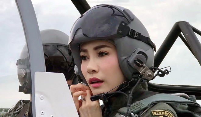 Từ vụ Cựu Hoàng phi Thái Lan bị phế truất tới chuyện hoàng gia Anh, Nhật: Vì sao cuộc sống hoàng gia lại khó khăn đến vậy? - Ảnh 4.