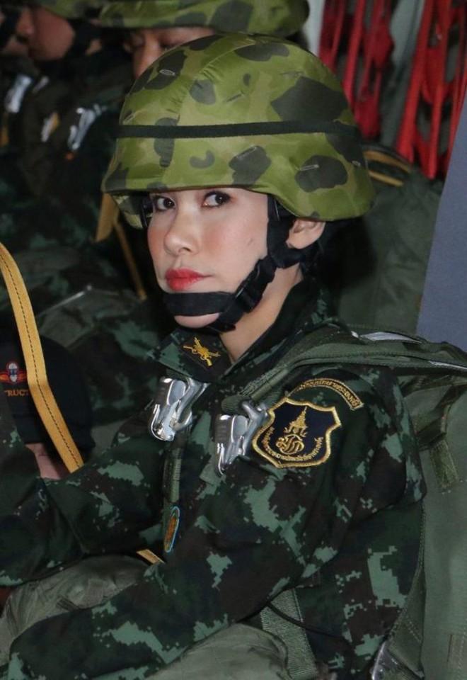 Cựu Hoàng phi Thái Lan nhắn nhủ điều gì trong thông điệp cuối cùng trước khi biến mất khỏi MXH? - Ảnh 2.
