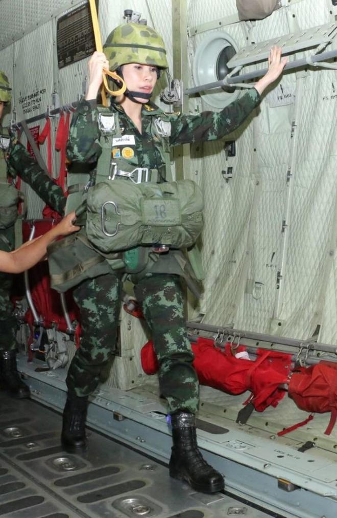 Cựu Hoàng phi Thái Lan nhắn nhủ điều gì trong thông điệp cuối cùng trước khi biến mất khỏi MXH? - Ảnh 3.
