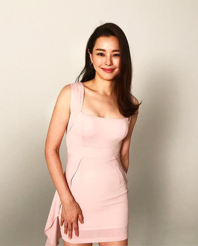 Hoa hậu Hàn Quốc Honey Lee U40 ngày càng đẹp rực rỡ - Ảnh 20.
