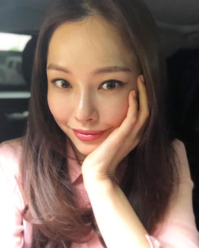 Hoa hậu Hàn Quốc Honey Lee U40 ngày càng đẹp rực rỡ - Ảnh 22.