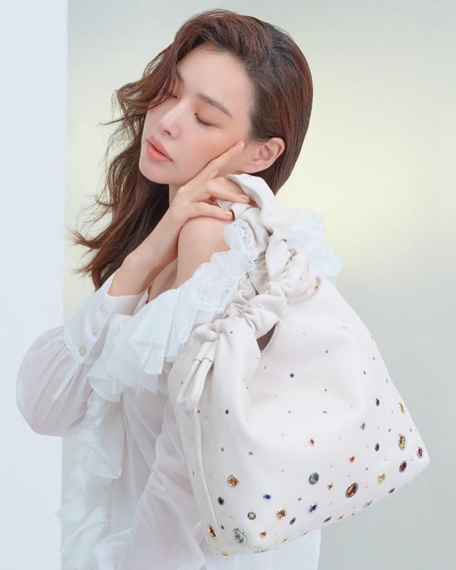 Hoa hậu Hàn Quốc Honey Lee U40 ngày càng đẹp rực rỡ - Ảnh 28.