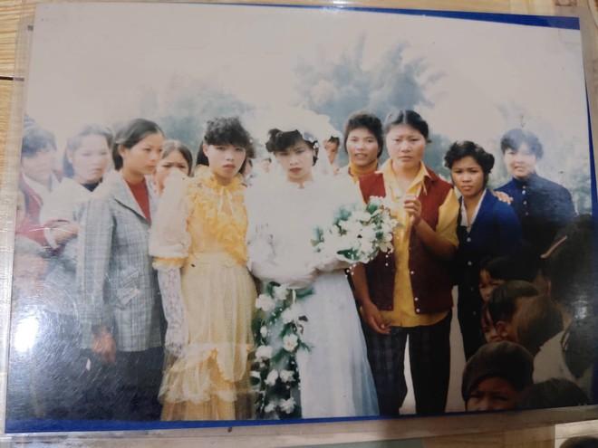 Chuyện cưới trước yêu sau của cô nàng Lạng Sơn: Là người đầu tiên trong làng mặc váy cưới và dàn siêu xe rước dâu khiến tất cả lác mắt - Ảnh 4.