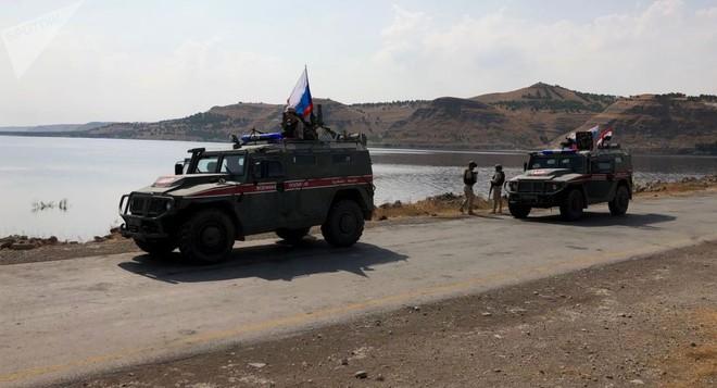 Trực thăng Nga đổ bộ căn cứ Mỹ, quân cảnh áp sát biên giới Syria: Chiếm trận địa thần tốc - ảnh 2