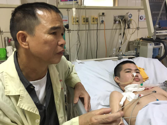 Nụ cười bạc tỉ của cậu bé hôn mê 2 năm và câu chuyện cảm động về người cha quyết cứu con dù chỉ có 1% hy vọng - ảnh 1