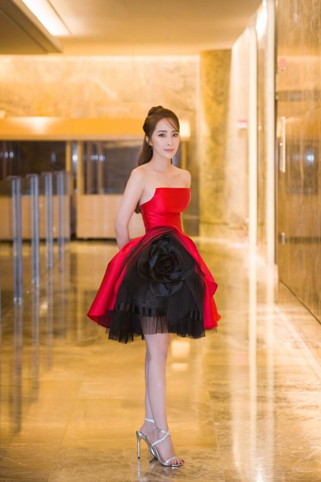 Quỳnh Nga xinh đẹp, gợi cảm sánh bước cùng Chí Nhân - Ảnh 7.