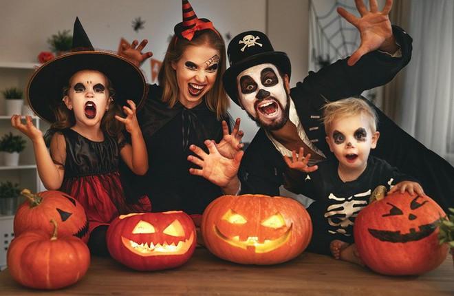 Bạn thích Halloween hay Giáng sinh, đáp án tiết lộ tính cách rất thú vị ở bạn: Đó là gì? - Ảnh 1.