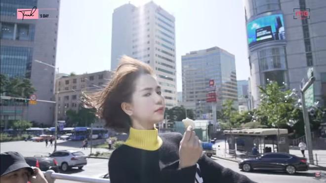 Ngọc Trinh sang Seoul chủ trì Hội nghị đẳng cấp và có hành động kì lạ bất ngờ - Ảnh 9.