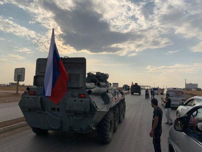 CẬP NHẬT: Quân đội Syria bất ngờ nhận món quà từ trên trời rơi xuống do Thổ và Mỹ dâng tặng - Ảnh 15.