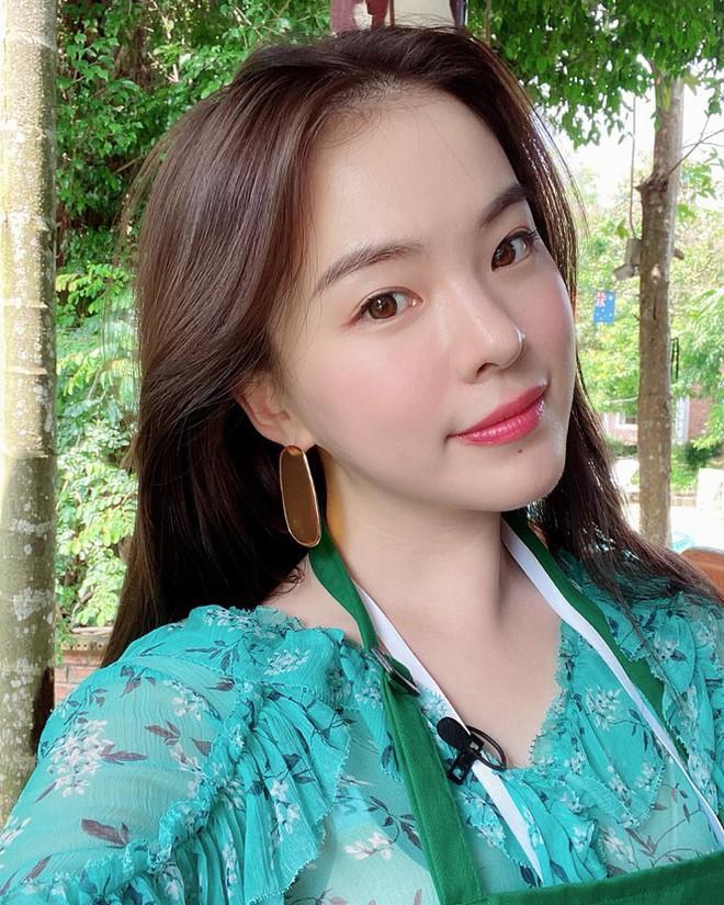 Người mẫu nội y xứ Hàn xinh tươi giữa biển trời Phú Quốc - Ảnh 1.