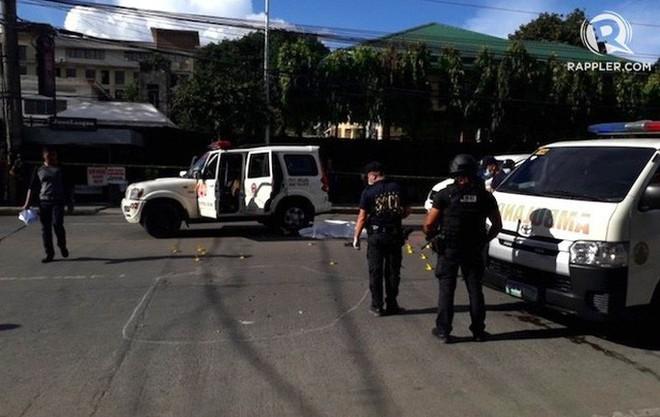 Thị trưởng tai tiếng Philippines mặc áo chống đạn vẫn bị bắn chết ngay ngoài đường phố - ảnh 1