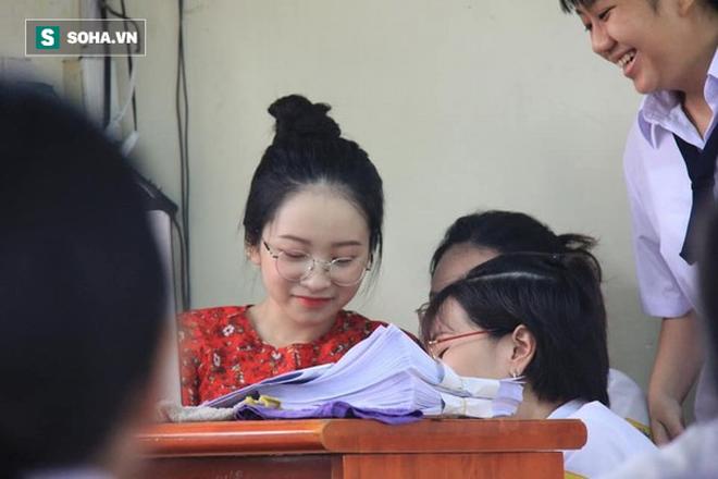 Cô giáo thực tập có gương mặt hot nhất hôm nay: Hay cười, vẫn độc thân vui tính! - ảnh 1