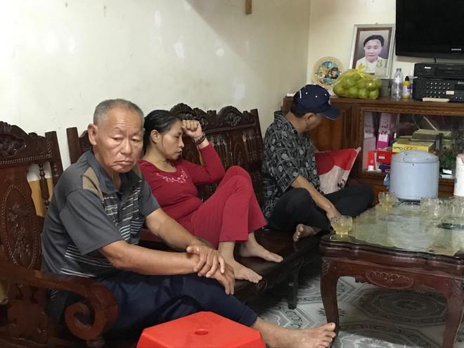 Gia đình cô gái Việt nghi tử vong trong container ở Anh: Đọc tin nhắn con mà quặn lòng - Ảnh 1.