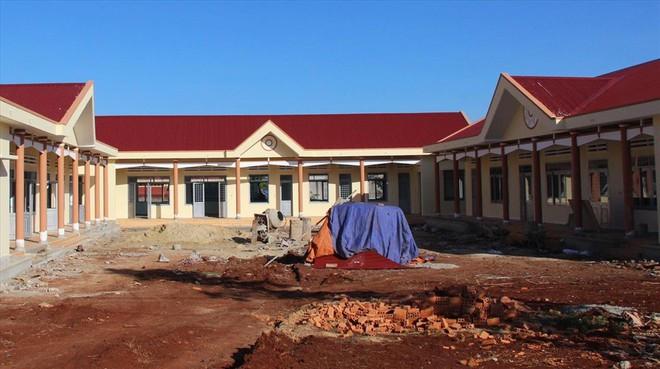 Huy động học sinh đóng tiền xây dựng để được công nhận nông thôn mới - Ảnh 2.