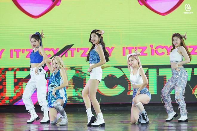 Nhóm nhạc thần tượng Hàn Quốc The Boyz biểu diễn cùng nhiều ca sĩ Việt - ảnh 12