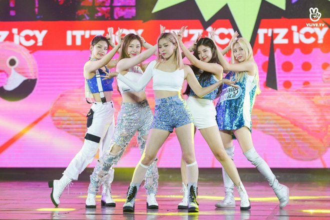 Nhóm nhạc thần tượng Hàn Quốc The Boyz biểu diễn cùng nhiều ca sĩ Việt - ảnh 11