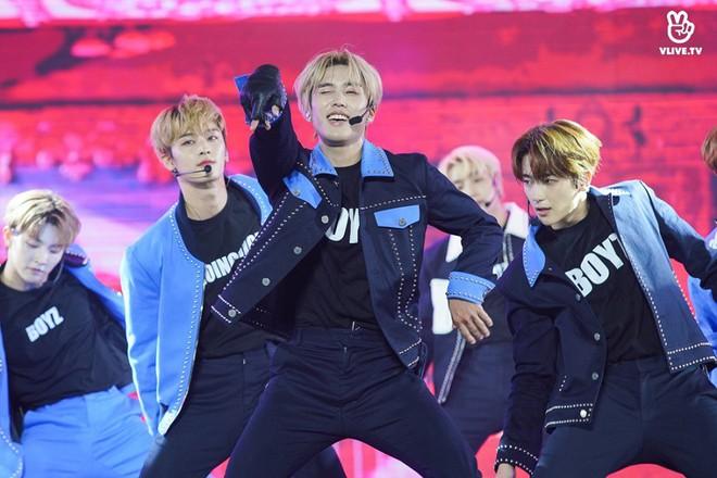 Nhóm nhạc thần tượng Hàn Quốc The Boyz biểu diễn cùng nhiều ca sĩ Việt - ảnh 14