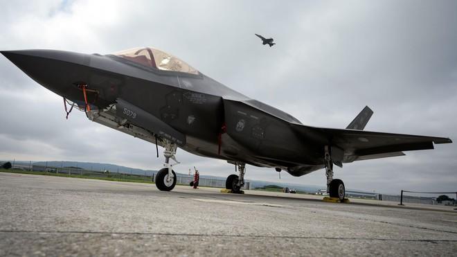 Đến Lầu Năm Góc còn chối bỏ, Mỹ vẫn nhét tiêm kích F-35 vào tay đồng minh như món quà - ảnh 1