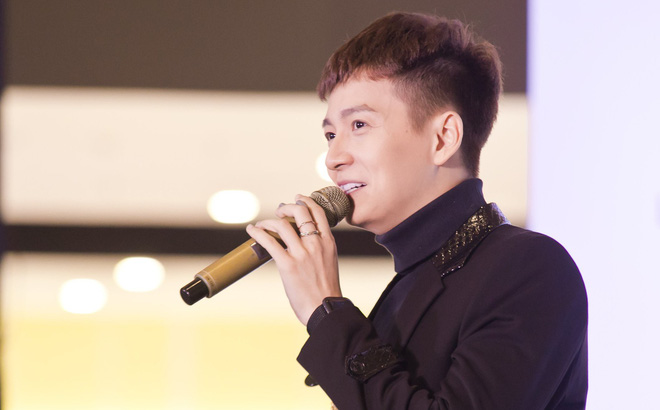 Ngô Kiến Huy hào hứng hát live ca khúc hit