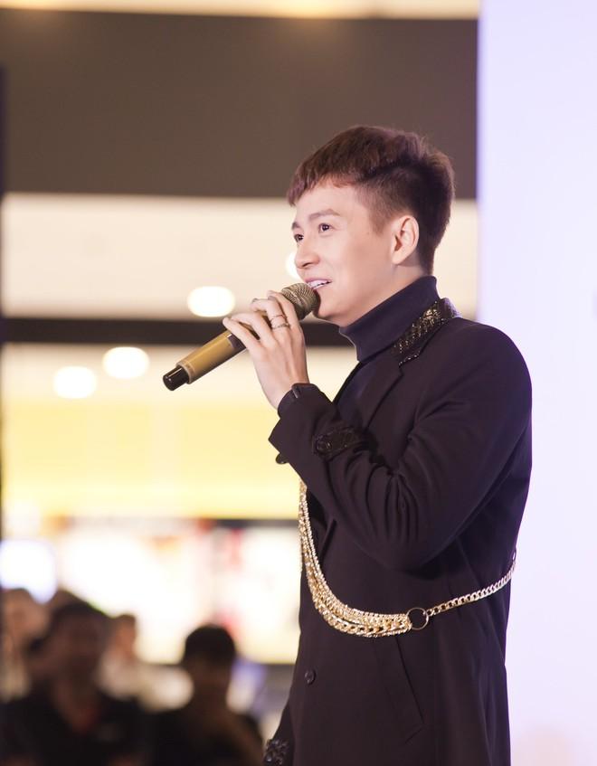 Ngô Kiến Huy hào hứng hát live ca khúc hit - ảnh 6