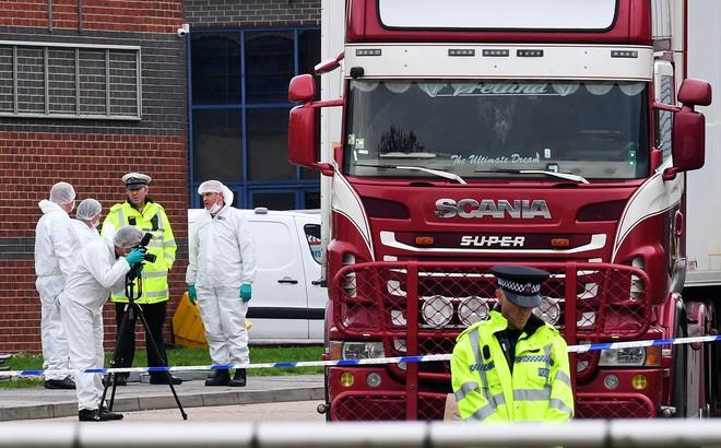 Cảnh sát Anh công bố quy trình nhận dạng 39 thi thể trong xe tải đông lạnh: Điều tra hơn 500 tang vật