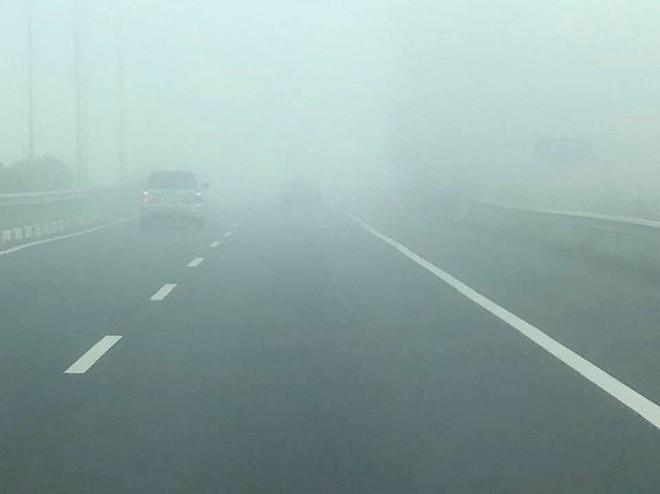 Sương mù dày đặc xuất hiện trên cao tốc TP.HCM - Long Thành - Dầu Giây - Ảnh 3.